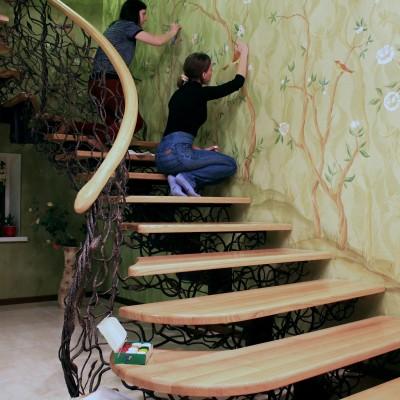 Шинуазри вдоль лестницы